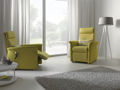 Admirable Electric Recliner Chairs Vs Manual Recliner Chairs News Alphanode Cool Chair Designs And Ideas Alphanodeonline